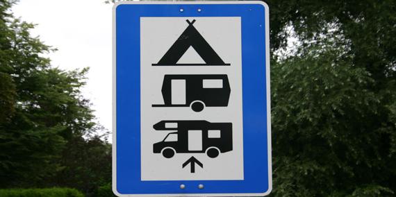 Straßenschild Camping, © Chiemsee Camping
