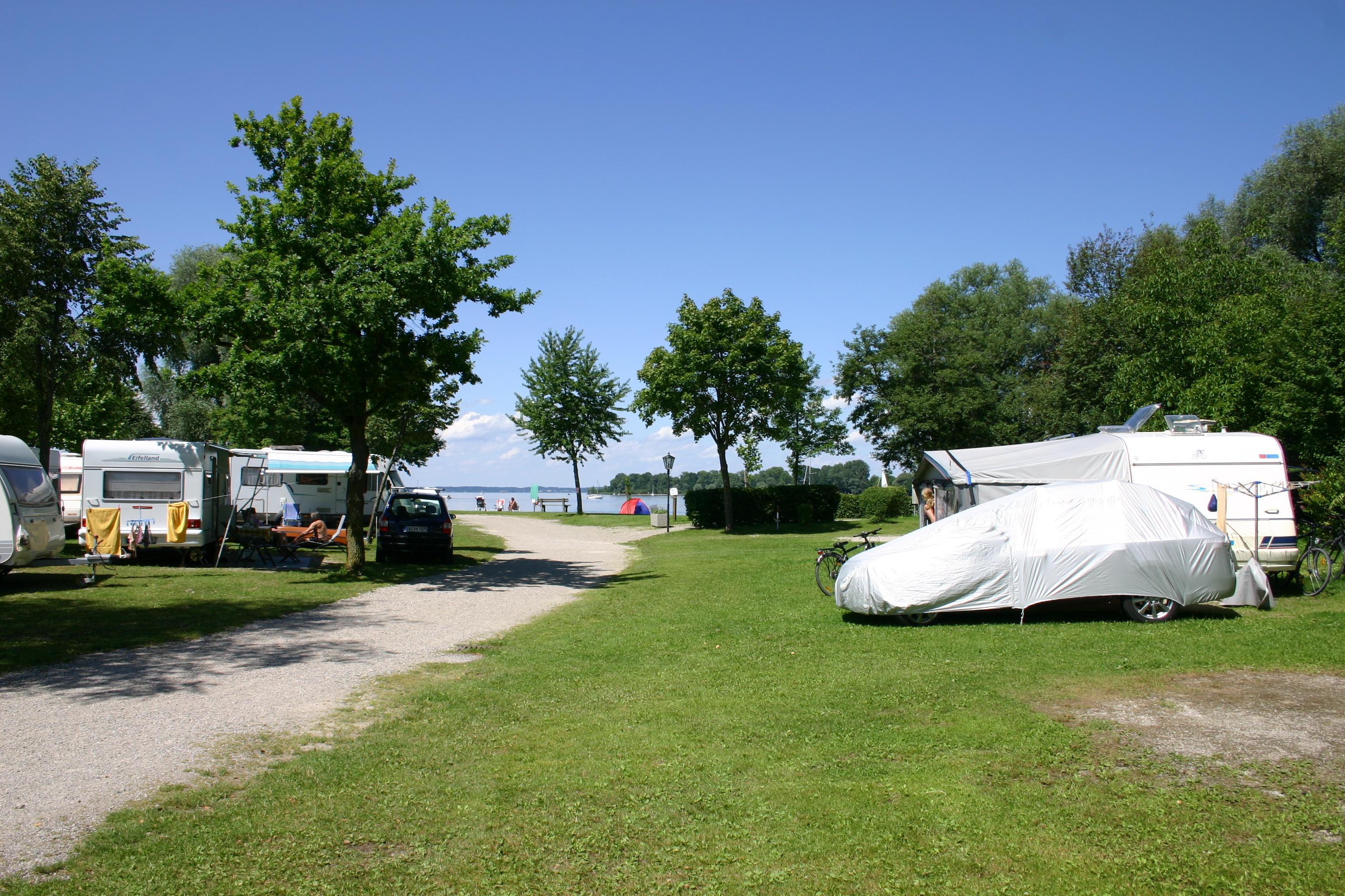 stellpl tze stellpl tze camping informieren chiemsee camping r dlgries chiemgau bayern. Black Bedroom Furniture Sets. Home Design Ideas