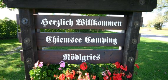 Begrüßungstafel, © Chiemsee Camping