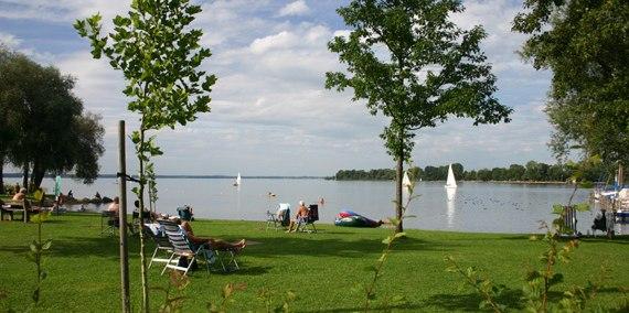 Badestrand und Liegewiese, © Chiemsee Camping
