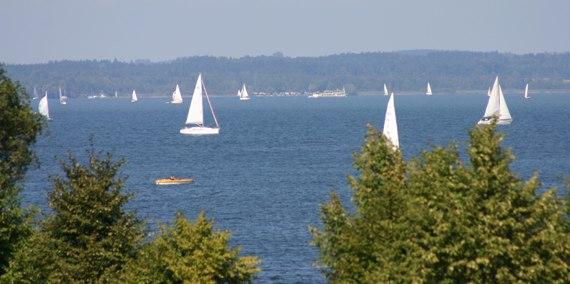 Segelboote und Stellplätze, © Chiemsee Camping