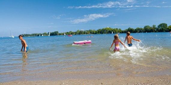 Kinder im Wasser, © Chiemsee Camping