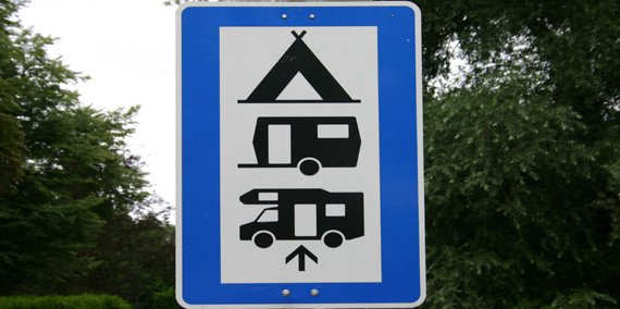 Straßenschild Camping, © Chiemsee Camping